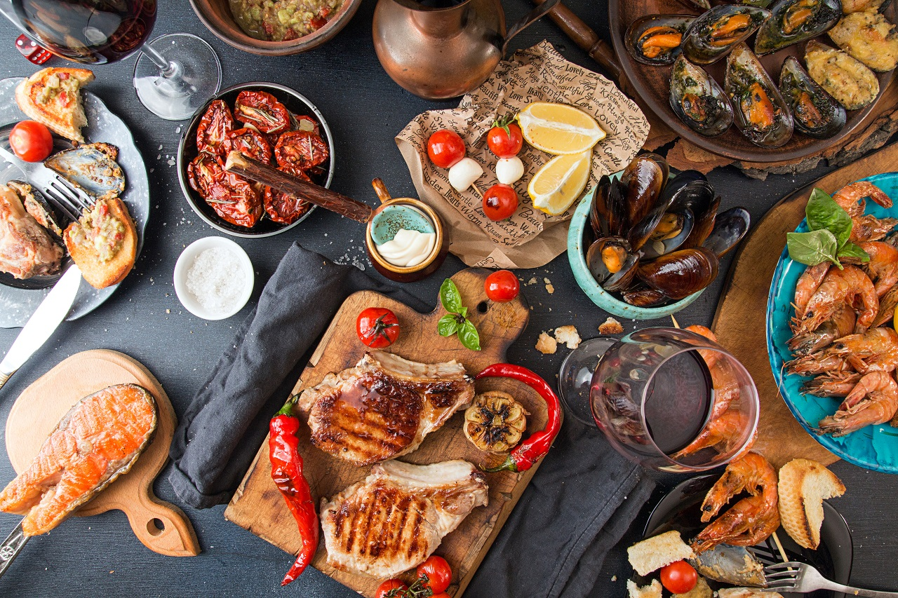 Overhead-of-dinner-table.-Barbecue-meat-and-seafood-with-vegetable