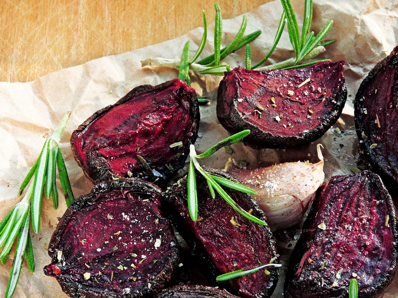 Beetroot-baked-with-garlic-and-rosemary