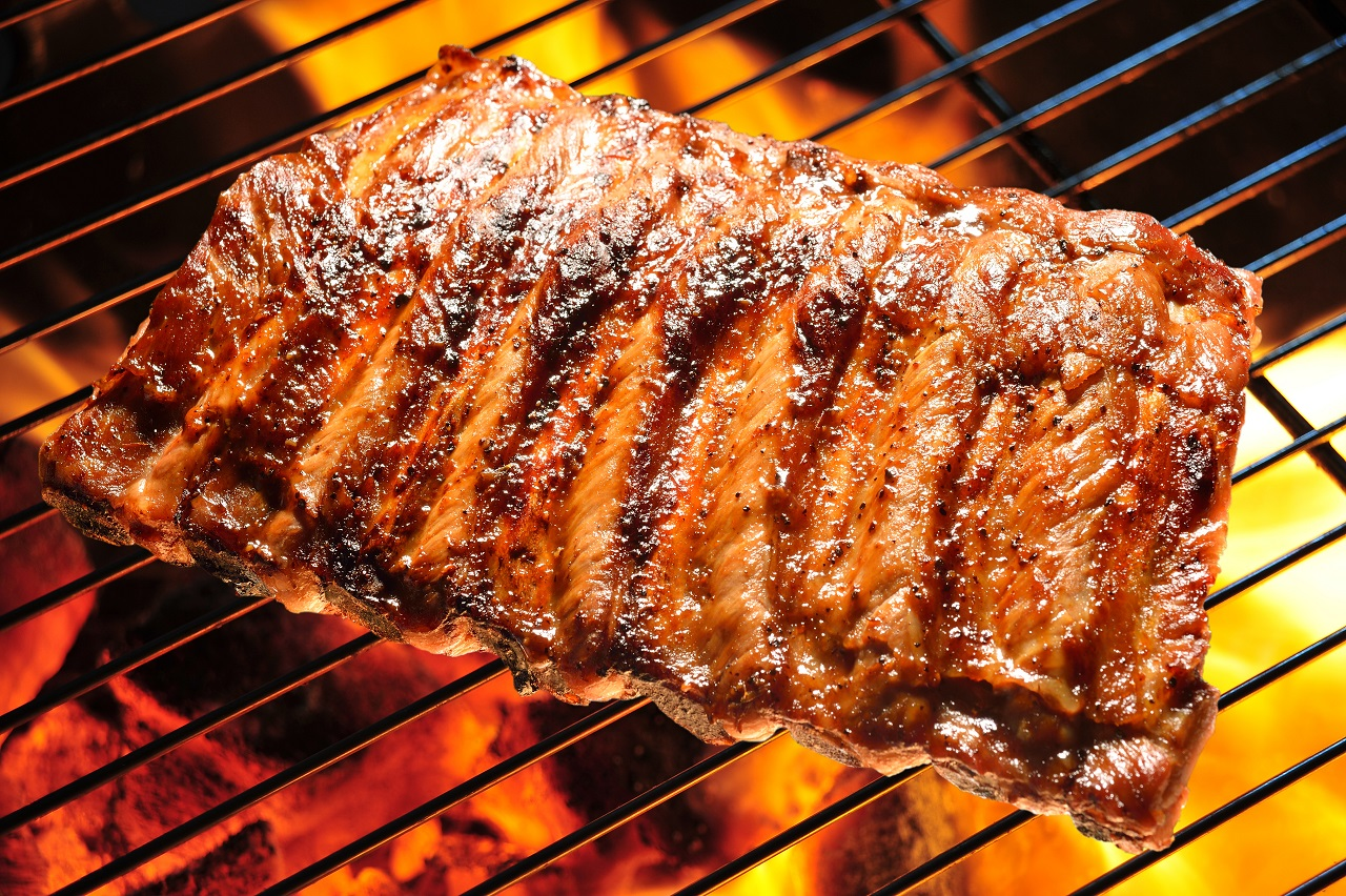 Grilled-pork-ribs-on-the-grill